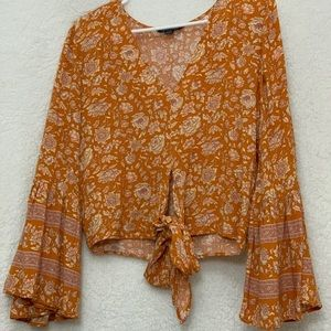 Boho chic bell sleeve top!